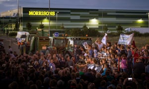 Farmers protest over supermarket milk prices