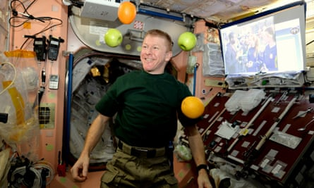 Fresh fruit arrives at the ISS.