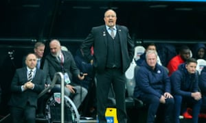 Rafael Benítez remains in negotiations with the Newcastle owner, Mike Ashley.