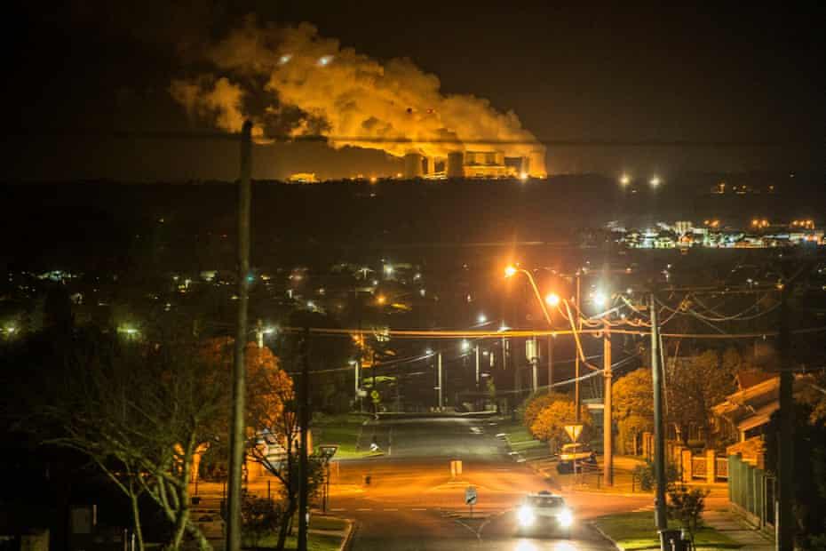 Coalmining in Morwell, Victoria.