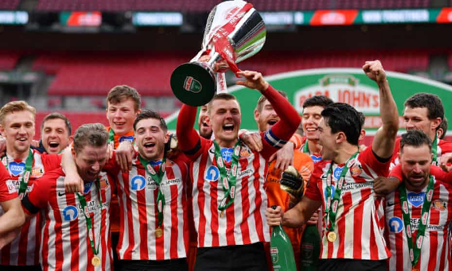 Sunderland captain Max Power and his teammates celebrate at Wembley after winning the 2021 EFL Trophy final against Tranmere