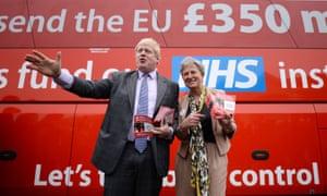 Boris Johnson with the Vote Leave campaign bus