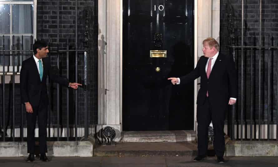 Rishi Sunak and Boris Johnson outside No 10