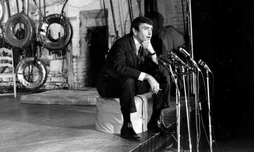 In this 1967 photo, Edward Albee talks to reporters about his Pulitzer-winning play, A Delicate Balance.