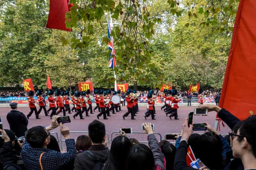 Supporters wait for China's President Xi Jinping in London
