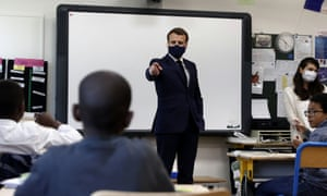 Emmanuel Macron wearing mask in class