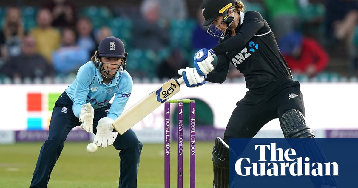 Maddy Green keeps New Zealand in series after England top order falters