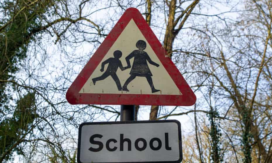 A school crossing sign in Wendover, Buckinghamshire