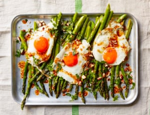 Thomasina Miers' grilled asparagus with salsa macha.