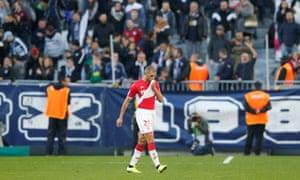 Islam Slimani es enviado a Mónaco en su 2-1 a Burdeos.