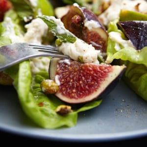 fig, goat's cheese and honey salad