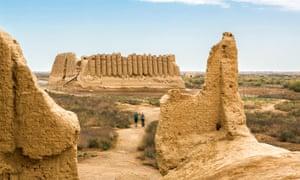 Asia, Turkmenistan, Merv, Tourists walking near Great Kyz Qala