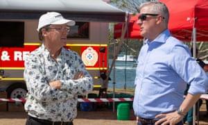 Deputy PM Michael McCormack (right) and Noosa mayor Tony Wellington at a bushfire control centre in Noosa Heads