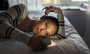 Teen (16-17) girl lying on bed using smartphone<br>GettyImages-523130512