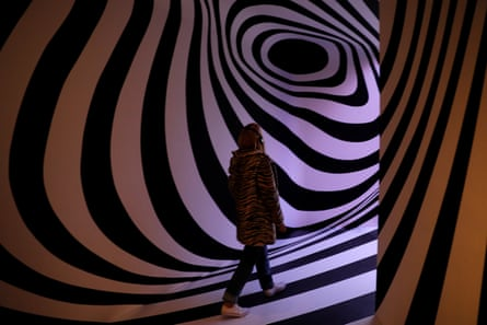 The exhibition plunges visitors into the psychedelic world of the 60s from which Pink Floyd emerged.