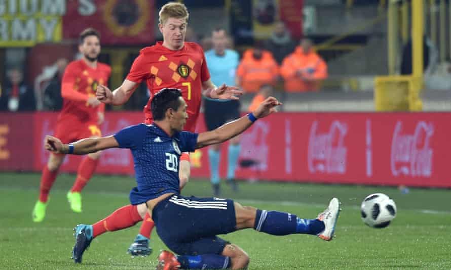 Japan's Tomoaki Makino in action with Belgium's Kevin De Bruyne.
