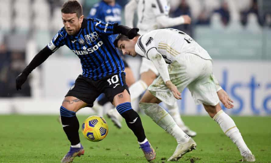 Papu Gómez in action after coming off the bench against Juventus.
