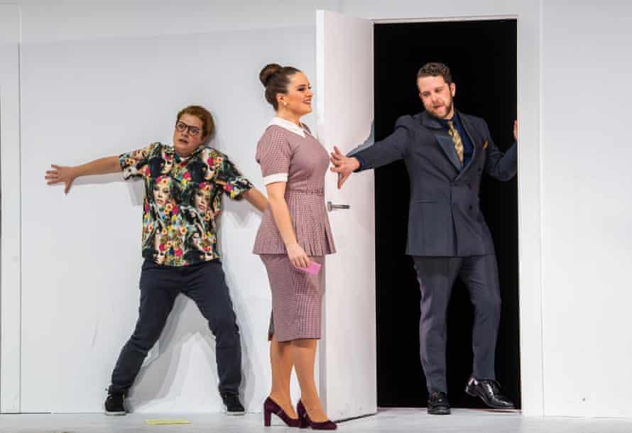 Hanna Hipp as Cherubino, Louise Alder as Susanna and Johnathan McCullough as Count Almaviva, in ENO's The Marriage of Figaro.