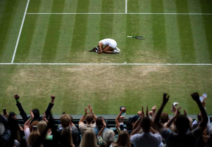 Emma Raducanu celebrates on the court after defeating Sorana Cirstea