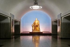 Golden statue of Kim Il Sung.
