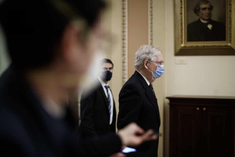 Mitch McConnell tiba di Capitol AS pada 6 Januari.