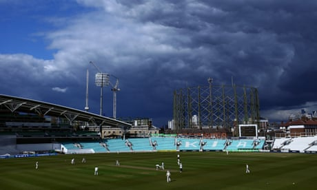 Robinson shines for Sussex as 17 wickets fall at Chelmsford