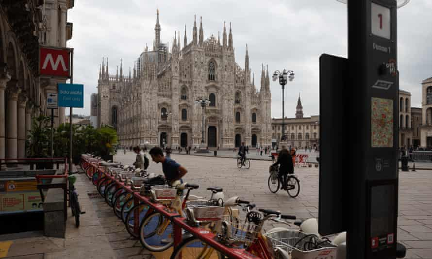 A docking station for rented bikes in Piazza del Duomo