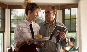 Laura Dern and Woody Harrelson in Wilson.