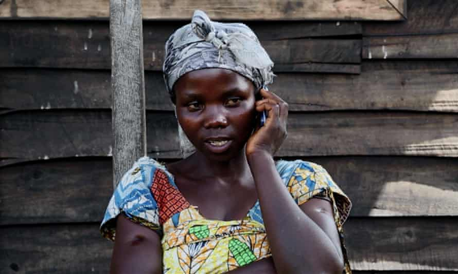A woman in the Mugunga III camp for displaced people in Goma, eastern Democratic Republic of the Congo, takes part in a WFP survey on food security.