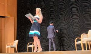 Kristy Swanson sur scène avec Dean Cain.