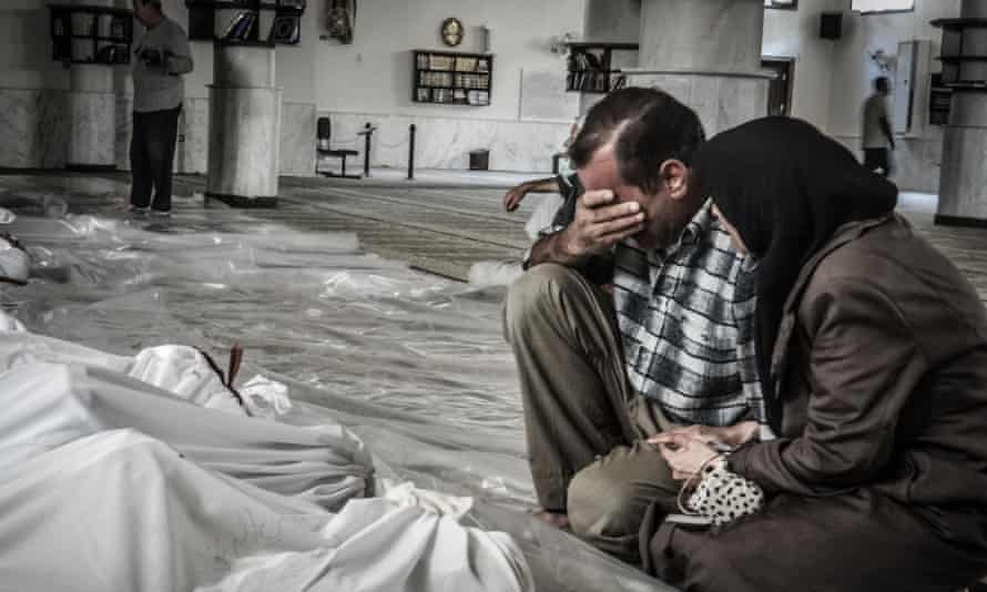 Syrians parents weep over body after 2013 chemical weapons attack in Ghouta