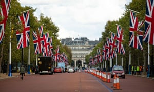 The elite London Marathon race keeps the Mall, its traditional finish point, at its heart.