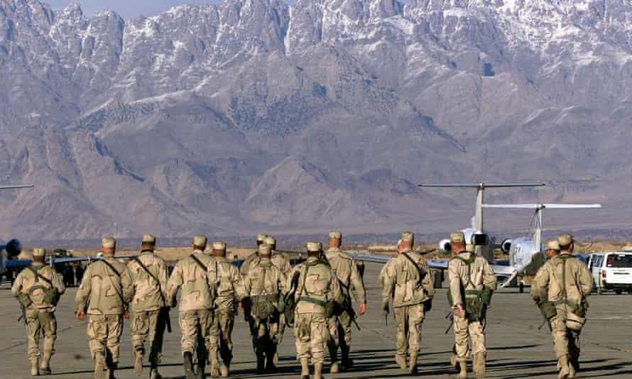 Soldados estadounidenses en la base aérea de Bagram en 2002.