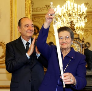 Simone Veil stands with former president Jacques Chirac