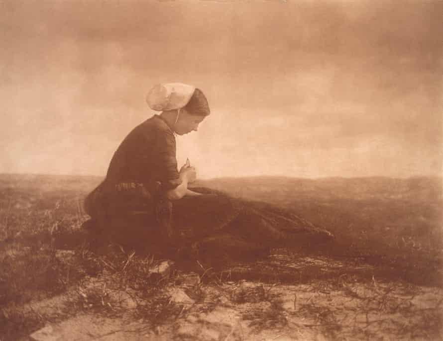 The Net Mender, 1894, by Alfred Stieglitz.