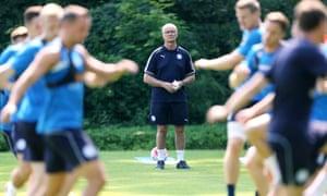 Claudio Ranieri oversees Leicester in training