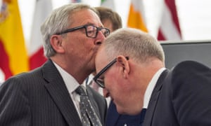 Jean-Claude Juncker kisses the head of Frans Timmermans before in the European parliament in 2015.
