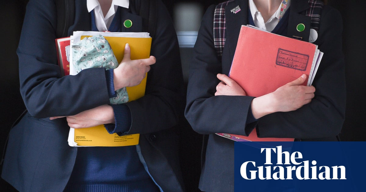 Tasmanian Catholic school teacher claims girls' skirts 'distracting' male teachers and students