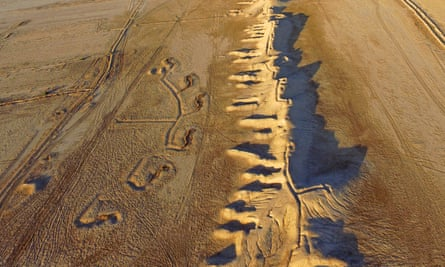 Drone photo of the ancient walls of Charax Spasinou. During the Iran-Iraq war the top of the wall was cut by infantry trenches, the southern side of the wall has emplacements for vehicles and artillery. Behind the wall is a fan of machine gun positions connected by a system of trenches.