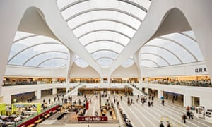 The revamped £750m Birmingham New Street station, designed by Foreign Office Architects, was opened by the Queen in November 2015. It is the busiest station outside London. The new Grand Central shopping centre above it replaces the Pallasades, built in 1971.