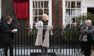 Dame Judi Dench outside Sir John Gieldgud's former home, watched by Sir David Hare, left, and Michael Pennington.