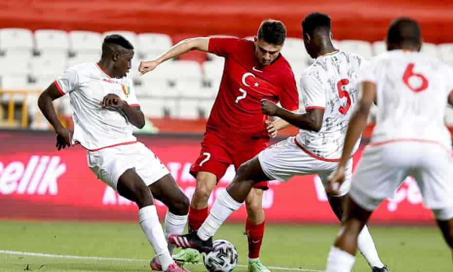 Cengiz Ünder runs with the ball during a pre-tournament friendly against Guinea.