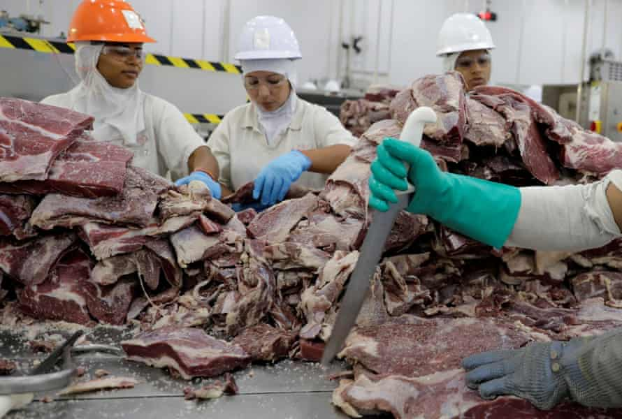 Employees prepare jerked beef at a plant of JBS S.A, in Santana de Parnaíba, Brazil 19 December 19 2017