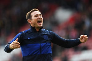 Frank Lampard celebrates Chelsea's 1-4 victory.