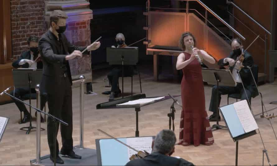 Duncan Ward conducts the LSO with oboist Juliana Koch