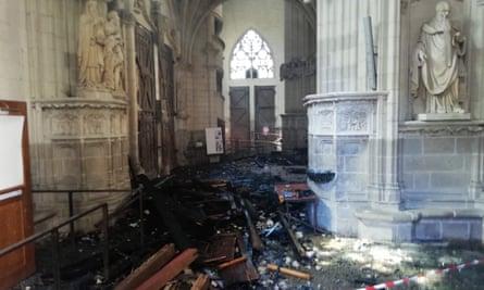 Vestiges brûlés de l'orgue de la cathédrale de Nantes