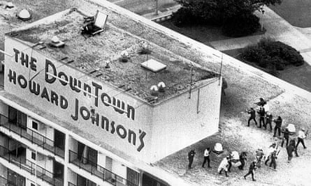 New Orleans police officers fire into a concrete cubicle atop the Howard Johnson hotel, where Mark Essex was holed up.