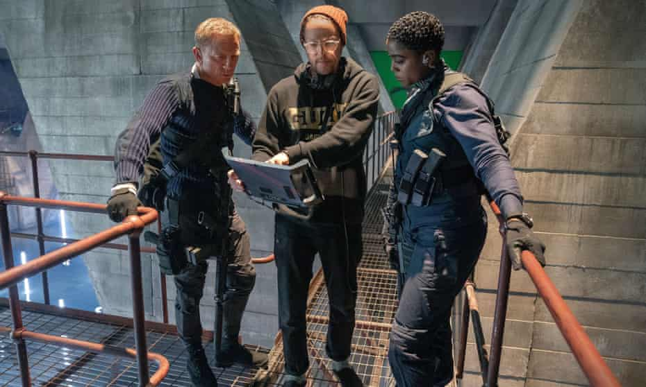 Lashana Lynch with Daniel Craig and Cary Joji Fukunaga in No Time to Die.