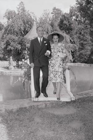Olivia de Havilland marries Marcus Goodrich