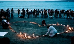 A vigil on Takapuna beach, Auckland, in memory of the Christchurch mosque attacks.